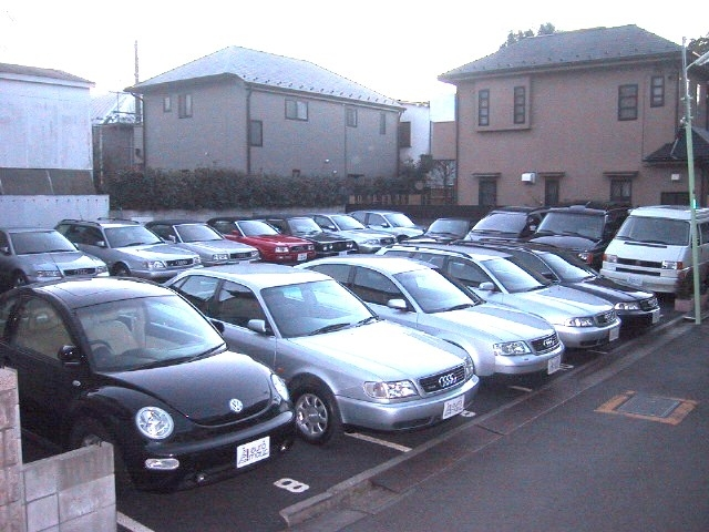 第二展示場にも30台の在庫車両がございます。幅広いラインナップでお客様のご来店をお待ちしております