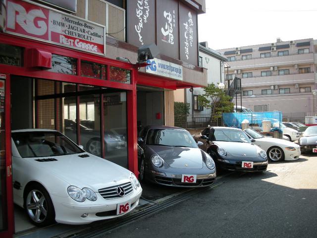 弊社は輸入車専門店を営んでおります。お車をお求めのお客様には、必要な物全てを取り揃えております。 ご購入後も誠意を持ち対応させて頂いておりますので是非、弊社のホームページをご覧下さい。www.restgarage.jp