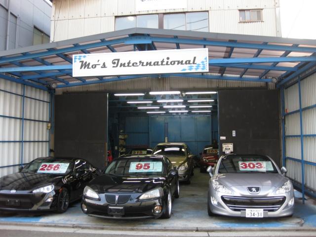 当社は日本外国自動車輸入整備協同組合の会員です。本国から厳選した輸入車を買い付け~輸入~通関~排ガス試験~予備検査~ナンバー取得まで全て当社で一貫して行いますのでかなりリーズナブルで提供しています。