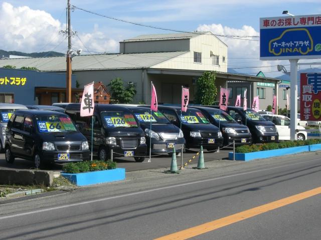 今人気のミニバンを展示中。店頭に無い車両は全国よりお探し致します。