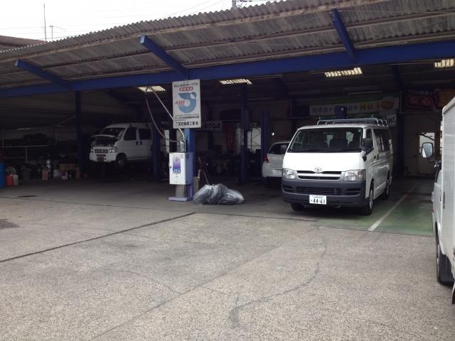 自社工場で納車前点検、車検、整備、修理何でもお任せください!